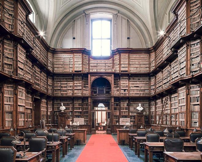 Ghé thăm những thư viện đẹp lung linh huyền bí như lâu đài trong truyện cổ tích - ảnh 10