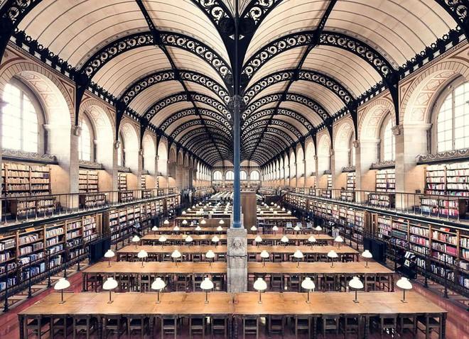Ghé thăm những thư viện đẹp lung linh huyền bí như lâu đài trong truyện cổ tích - ảnh 2