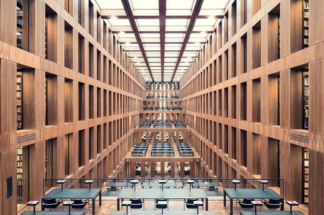 Ghé thăm những thư viện đẹp lung linh huyền bí như lâu đài trong truyện cổ tích - ảnh 3