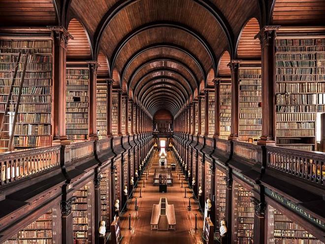 Ghé thăm những thư viện đẹp lung linh huyền bí như lâu đài trong truyện cổ tích - ảnh 4