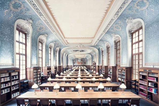 Ghé thăm những thư viện đẹp lung linh huyền bí như lâu đài trong truyện cổ tích - ảnh 8