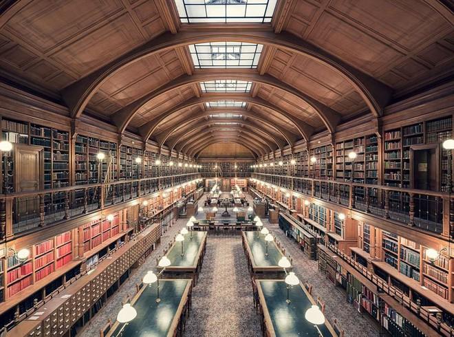 Ghé thăm những thư viện đẹp lung linh huyền bí như lâu đài trong truyện cổ tích - ảnh 9