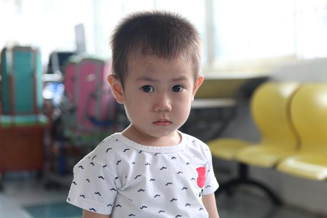 Bé trai 2 tuổi bị bỏ rơi trước cổng Từ Dũ: Con nhớ mẹ lắm, con muốn về với mẹ - Ảnh 3.