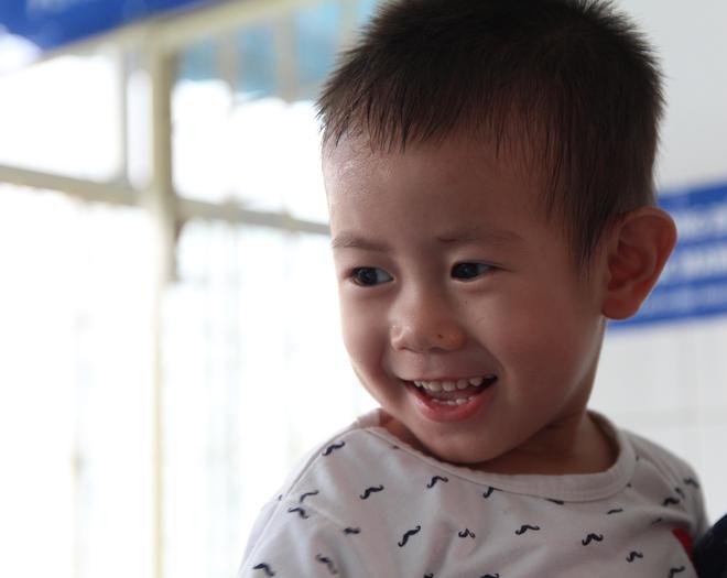Bé trai 2 tuổi bị bỏ rơi trước cổng Từ Dũ: Con nhớ mẹ lắm, con muốn về với mẹ - Ảnh 2.