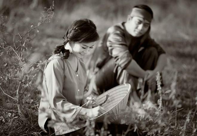 Tình yêu ngày xưa của ông bà đẹp lắm, chạm tay nhau thôi là nhớ nhau suốt đời - Ảnh 1.