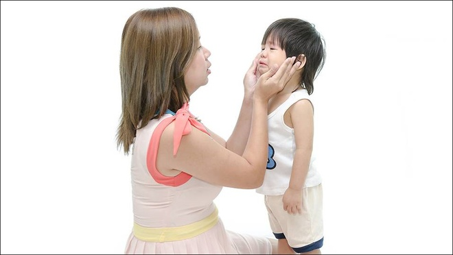 """Thay vì nói """"Đừng khóc nữa"""", 10 câu nói này sẽ giúp xoa dịu con khóc ngay lập tức - Ảnh 2."""