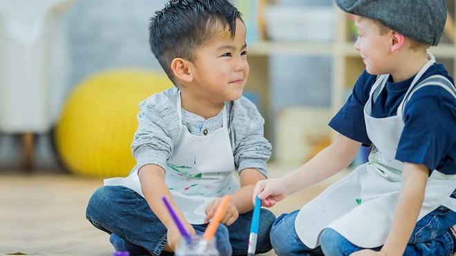 Bố mẹ có con 5 tuổi lưu ý: Đây là những kỹ năng cần thiết nên rèn cho con trước khi vào lớp 1 - Ảnh 2.