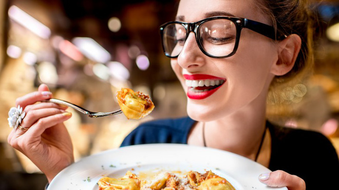 7 nhóm thực phẩm càng ăn càng hủy hoại làn da của bạn một cách trầm trọng - Ảnh 5.