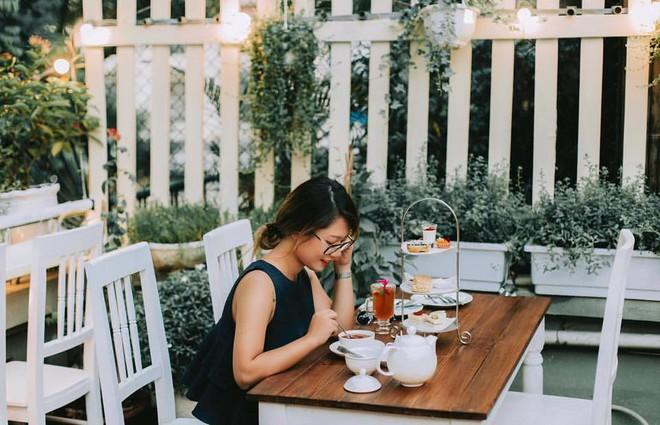 Cuối tuần lơ đễnh, hưởng thụ không gian đậm chất sở sương mù, nếm trà bánh trong căn gác nhỏ giữa phố cổ Hà Nội - Ảnh 21.