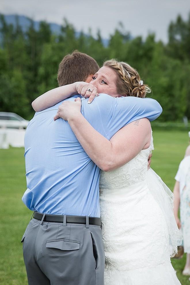 Không ai dám ngờ món quà chú rể tặng cô dâu trong ngày cưới chính là trái tim của con trai - Ảnh 3.