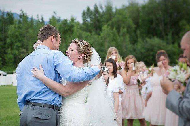 Không ai dám ngờ món quà chú rể tặng cô dâu trong ngày cưới chính là trái tim của con trai - Ảnh 2.