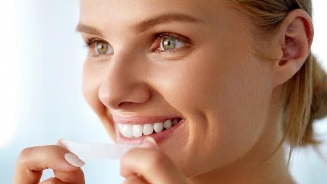 Để làm trắng răng, đây là 7 cách đơn giản mà con người hiện đại hay sử dụng nhất - Ảnh 4.