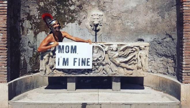 Chàng trai có trách nhiệm nhất quả đất khi đi du lịch luôn cầm tấm bảng Mom, Im fine để trấn an mẹ mình - Ảnh 34.
