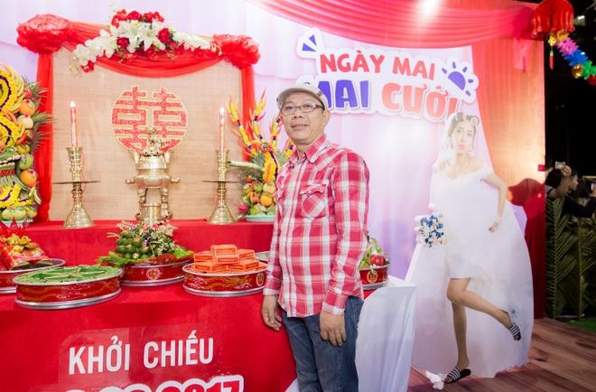 Cát Phượng áo dài trắng dịu dàng, e ấp bên tình trẻ Kiều Minh Tuấn - Ảnh 6.