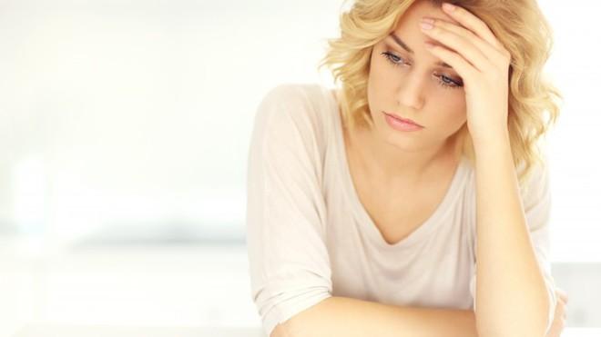 Những tư thế sai khi đứng và ngồi rất hại sức khỏe và khiến bạn trông già hơn - Ảnh 3.