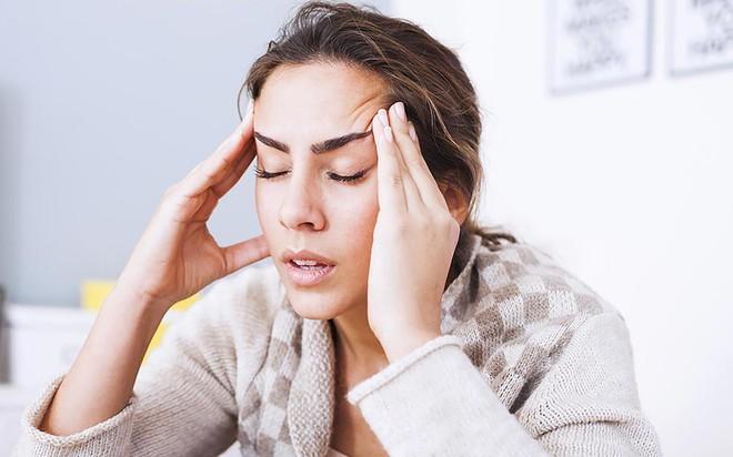 Những thực phẩm gây đau đầu bạn cần chú ý trong các bữa ăn hàng ngày - Ảnh 1.