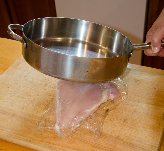 Hãy nghe bí quyết của đầu bếp để thịt gà chiên không còn khô khốc nữa - Ảnh 3.