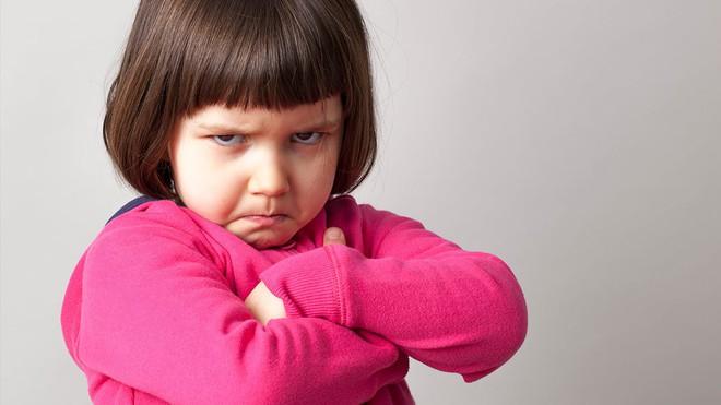 Cách dạy trẻ kiểm soát cơn giận dữ để ngăn chặn loạt hậu quả tiêu cực khó lường - Ảnh 2.