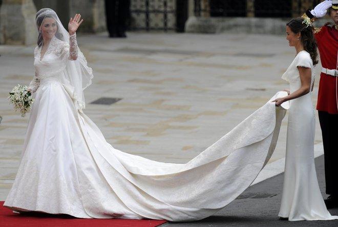 Có cả tủ váy dạ hội đẹp thế này, chẳng trách công nương Kate luôn lộng lẫy - Ảnh 4.