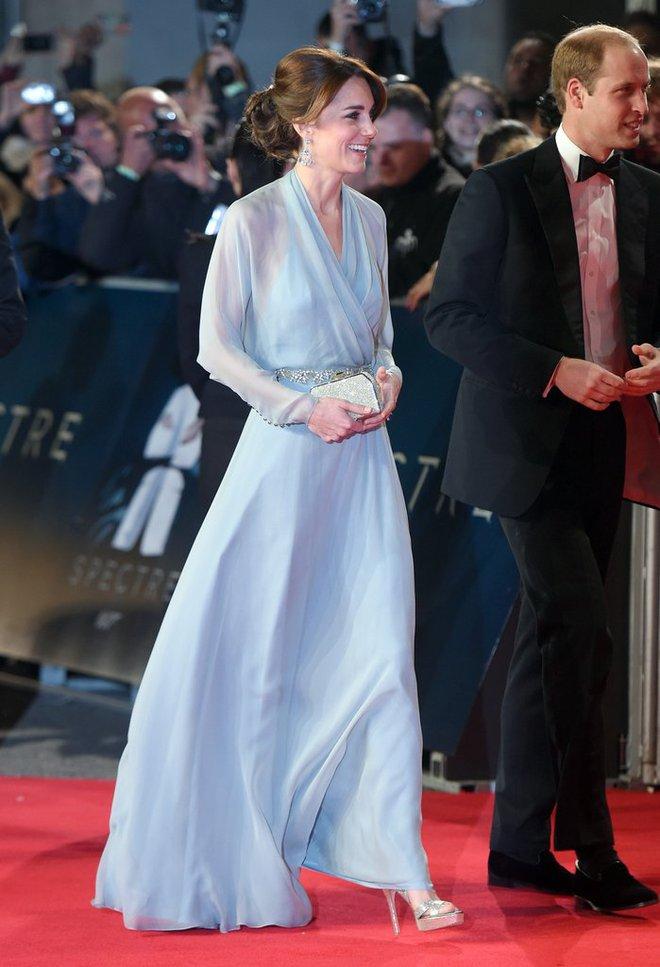 Có cả tủ váy dạ hội đẹp thế này, chẳng trách công nương Kate luôn lộng lẫy - Ảnh 6.