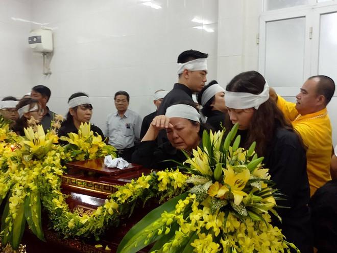 Tang lễ thầy Văn Như Cương: Học sinh trường Lương Thế Vinh hát khi linh cữu đi qua - Ảnh 39.