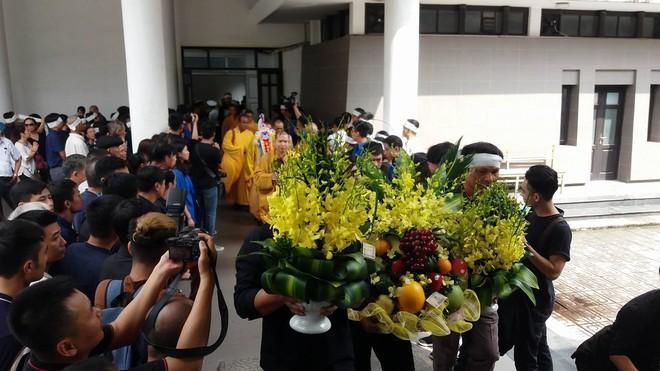 Tang lễ thầy Văn Như Cương: Học sinh trường Lương Thế Vinh hát khi linh cữu đi qua - Ảnh 34.