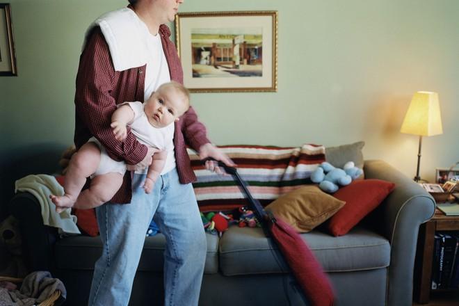 Đòi ly hôn chỉ 2 tuần sau kết hôn vì chồng đòi làm hết việc nhà để vợ ngồi chơi - Ảnh 2.