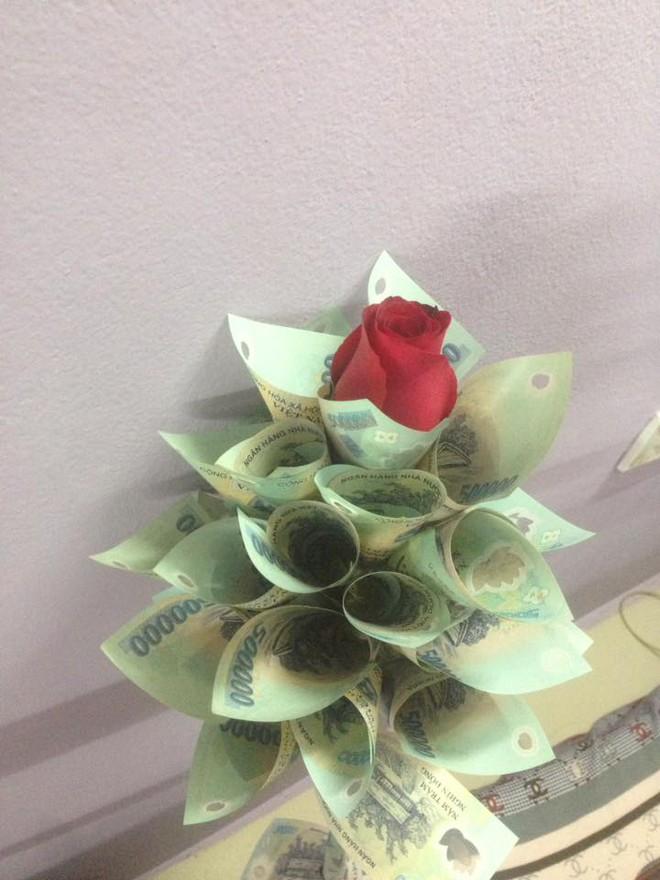 """Anh chồng """"chiều vợ nhất quả đất"""" kể chuyện tặng vàng và hoa tiền mặt cho bà xã - Ảnh 3."""