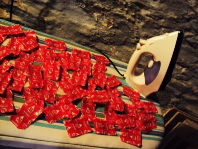 Sưu tầm giấy gói kẹo, 4 năm sau cô gái khiến mọi người sốc khi thấy kết quả - Ảnh 3.