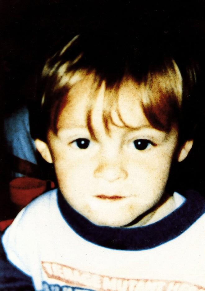 Vụ án chấn động nước Anh: Hai kẻ sát nhân mới 10 tuổi tra tấn, giết hại bé trai 3 tuổi và nỗi day dứt của bà mẹ vì rời mắt khỏi con chỉ 1 phút - Ảnh 1.