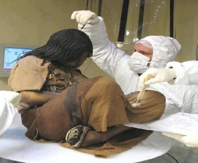 Xác ướp bé gái được chôn từ 500 năm trước còn vẹn nguyên và bí mật chưa từng được tiết lộ - Ảnh 3.