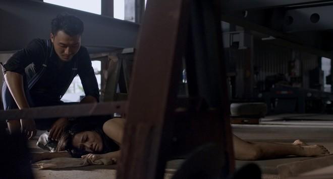 Phim của Nhật Kim Anh tiếp tục lộ loạt cảnh nóng bỏng khiến khán giả... sợ hãi - Ảnh 4.