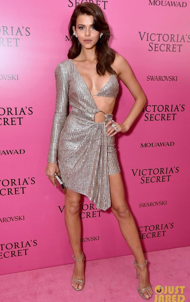 Mỹ nhân Tình người duyên ma khoe thân hình đồng hồ cát trên thảm hồng Victoria's Secret 2017 - Ảnh 22.