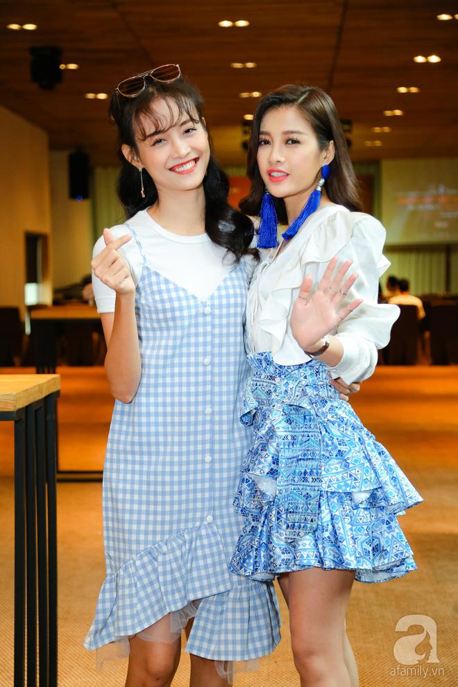 Hương Tràm diện váy siêu ngắn khoe vẻ gợi cảm cạnh Tiên Cookie - Ảnh 5.