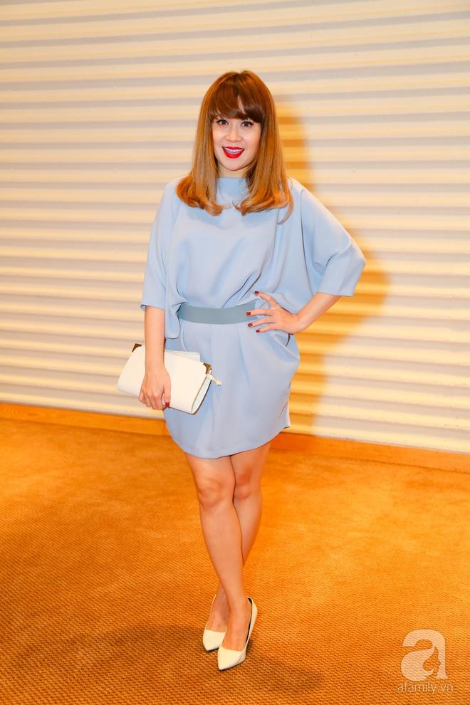 Hương Tràm diện váy siêu ngắn khoe vẻ gợi cảm cạnh Tiên Cookie - Ảnh 6.