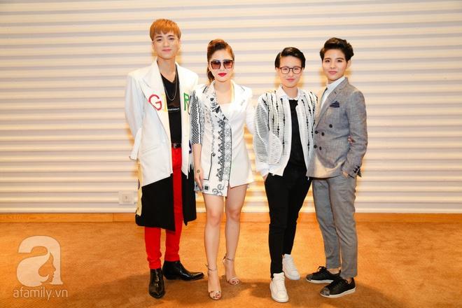 Hương Tràm diện váy siêu ngắn khoe vẻ gợi cảm cạnh Tiên Cookie - Ảnh 7.