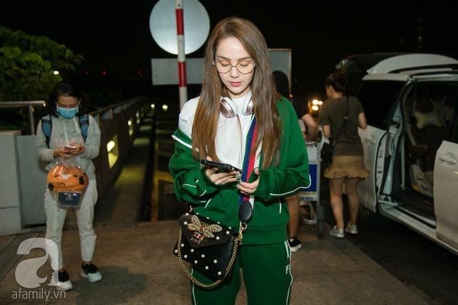 Giữa đêm muộn các fan vẫn tiễn Minh Hằng ra sân bay - Ảnh 2.