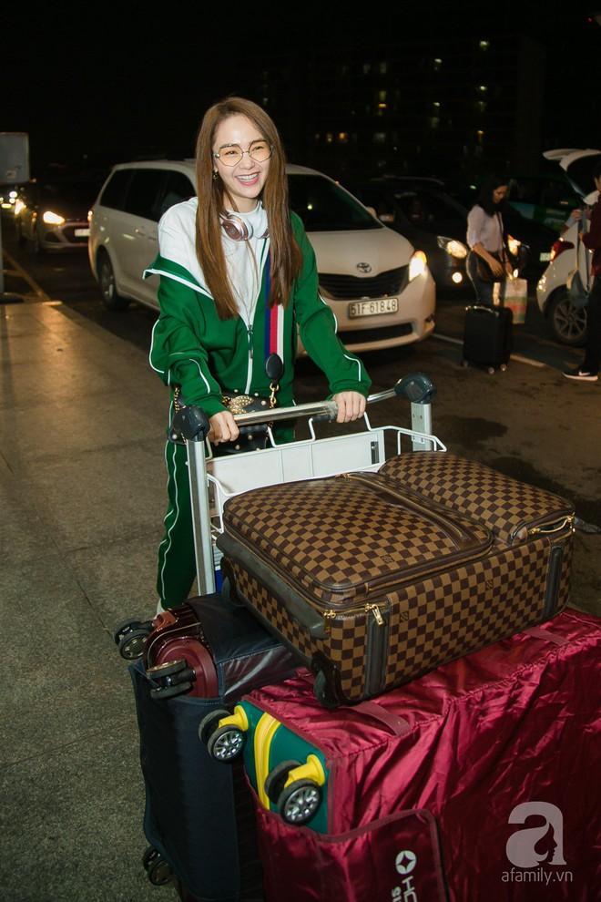 Giữa đêm muộn các fan vẫn tiễn Minh Hằng ra sân bay - Ảnh 3.