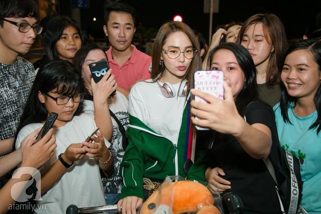 Giữa đêm muộn các fan vẫn tiễn Minh Hằng ra sân bay - Ảnh 5.