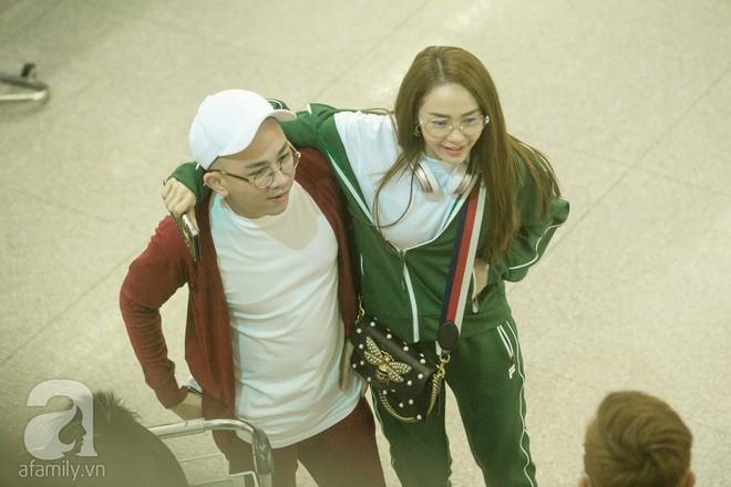 Giữa đêm muộn các fan vẫn tiễn Minh Hằng ra sân bay - Ảnh 7.