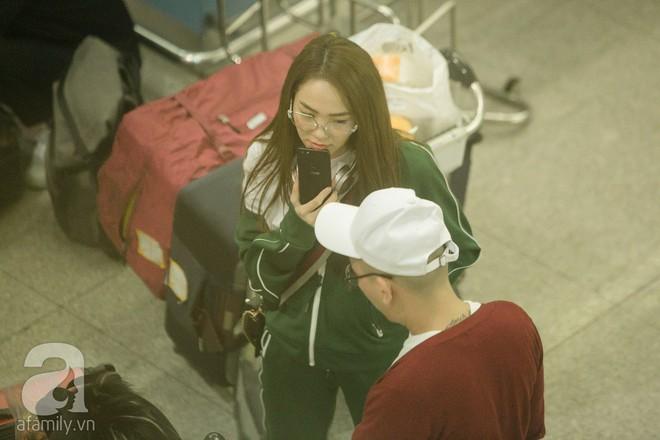 Giữa đêm muộn các fan vẫn tiễn Minh Hằng ra sân bay - Ảnh 8.