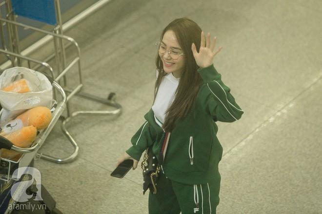 Giữa đêm muộn các fan vẫn tiễn Minh Hằng ra sân bay - Ảnh 10.