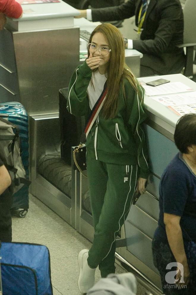 Giữa đêm muộn các fan vẫn tiễn Minh Hằng ra sân bay - Ảnh 9.