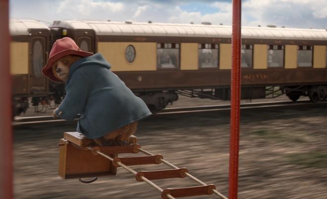 Bộ phim về chú gấu nhỏ Paddington: Bài ca nhẹ nhàng về sự tử tế - Ảnh 2.
