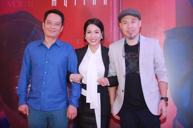 Diva Mỹ Linh bất ngờ kỉ niệm 20 năm ngày cưới bằng tour diễn xuyên Việt ở tuổi U50 - Ảnh 3.