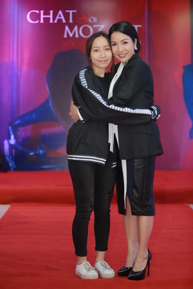 Diva Mỹ Linh bất ngờ kỉ niệm 20 năm ngày cưới bằng tour diễn xuyên Việt ở tuổi U50 - Ảnh 2.