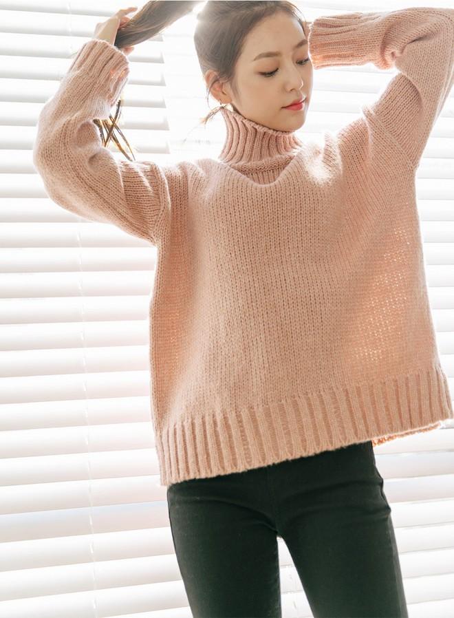 Trời lạnh thế này, thiếu gì thì thiếu chứ không thể thiếu áo len cổ lọ - Ảnh 3.