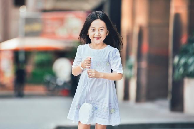 Loạt ảnh giải mã độ đáng yêu của mẫu nhí được ví là bản sao của Angela Phương Trinh - Ảnh 4.