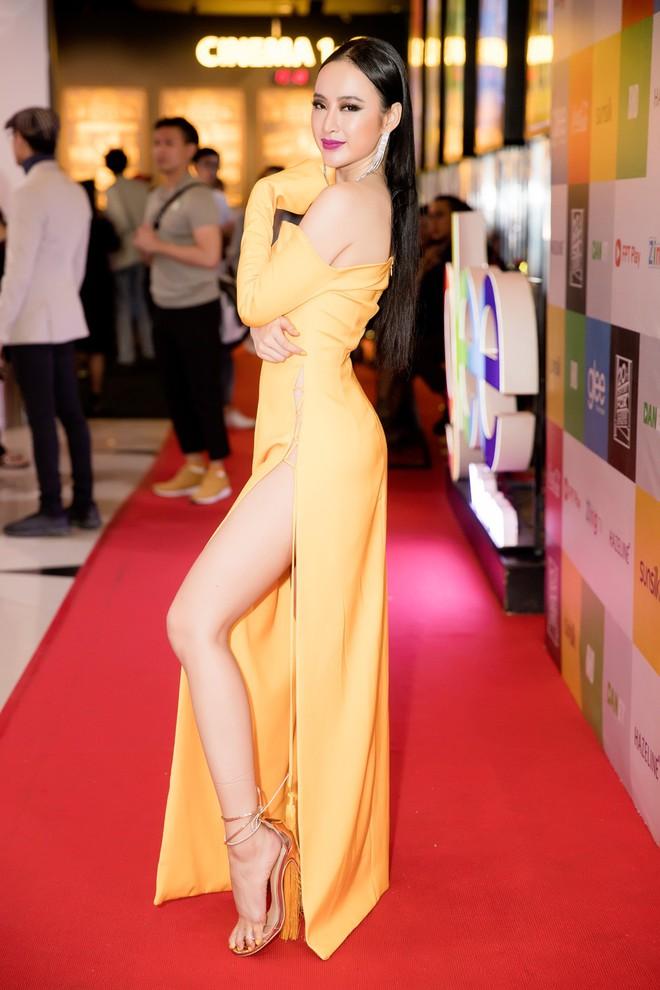 Mới đầu năm thôi, Angela Phương Trinh, Minh Tú đã thiêu đốt thảm đỏ với những thiết kế đầm xẻ cao bất chấp - Ảnh 3.