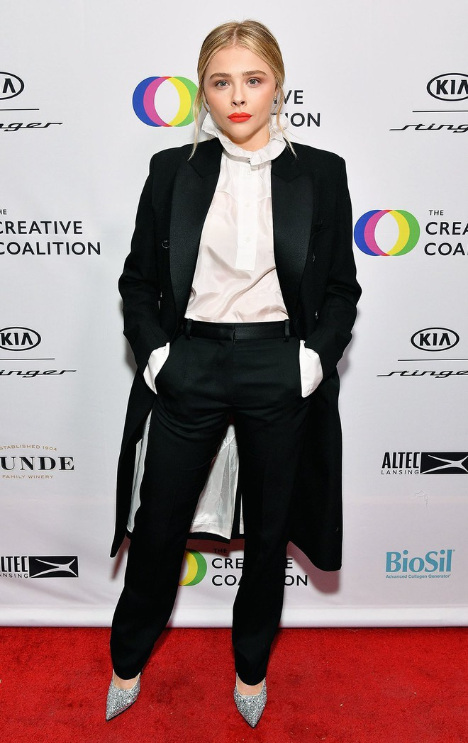 Hẹn hò cậu cả nhà Beckham, Chloe Moretz tích cực diện đồ do bà Beck thiết kế và ngày càng có style giống mẹ chồng tương lai - Ảnh 6.